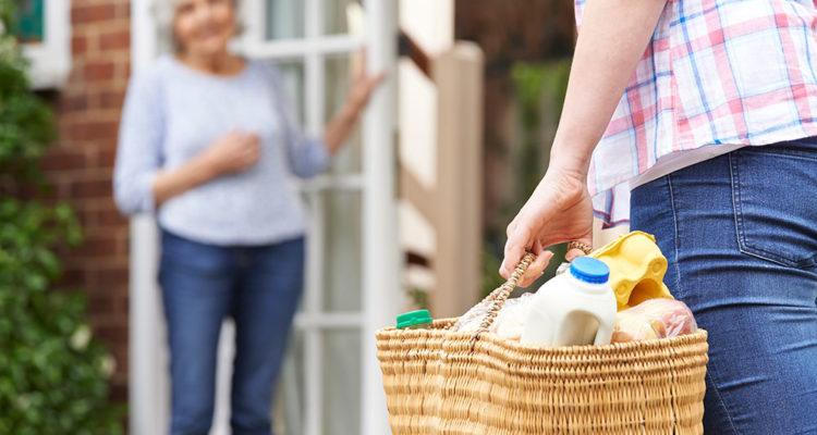 aide-domicile-livraison-course-personnes-agées