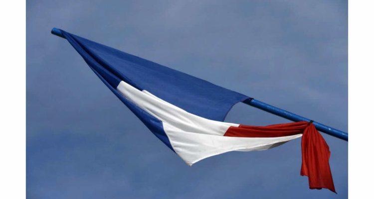drapeaux-en-berne-en-hommage-au-maire-de-signes-1565173524